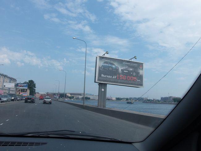 Падающая рекламная конструкция, расположенная Свердловской набережной, сторона А. Фото ADVmarket.ru, 2013 год.