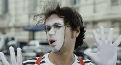 Скриншот рекламного ролика для «Twix®. Имбирное печенье». Разработчик - агентство BBDO Moscow, 2012г.