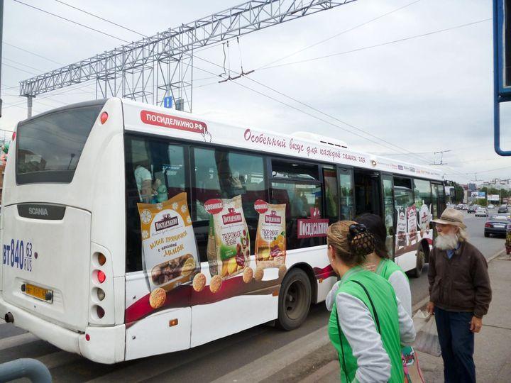Реклама на транспорте продукции торговой марки «Посиделкино», Самара, лето 2013 года.