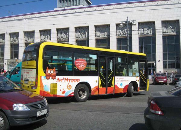 Ручные автобусы от «Ле'Муррра». Макет - РА «Brandmaster». Размещение - «062-Реклама».