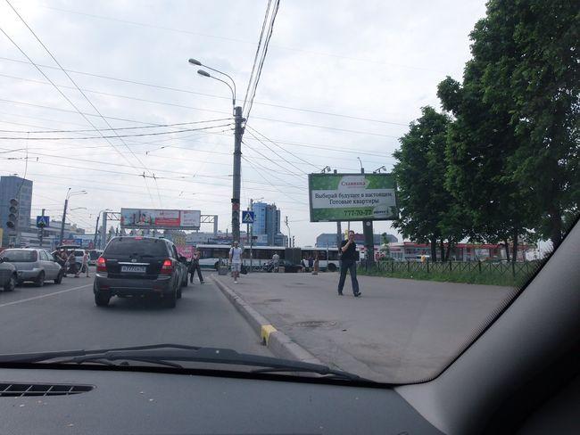 Падающая рекламная конструкция, расположенная на углу ул.Ярослава Гашека и Малой Балканской, сторона А. Фото ADVmarket.ru, 2013 год.